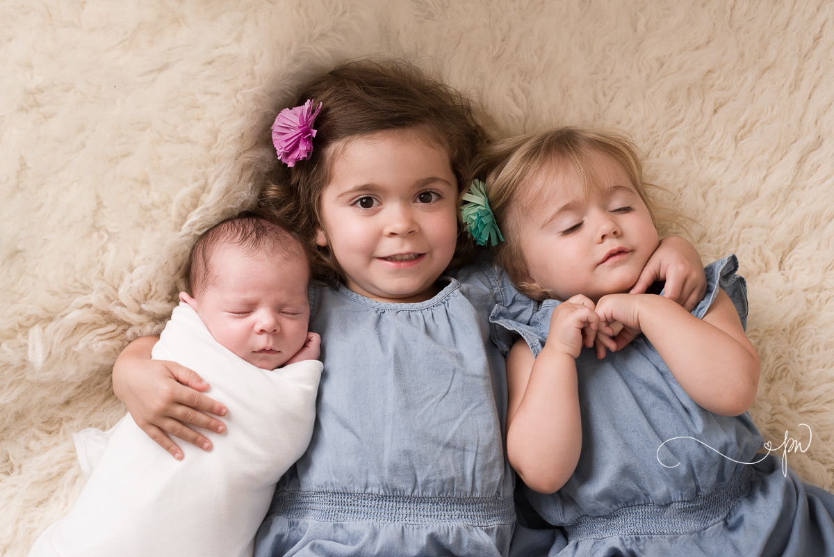 perfect 18 day old baby girl and her sweet sisters (odessa midland newborn family photographer)